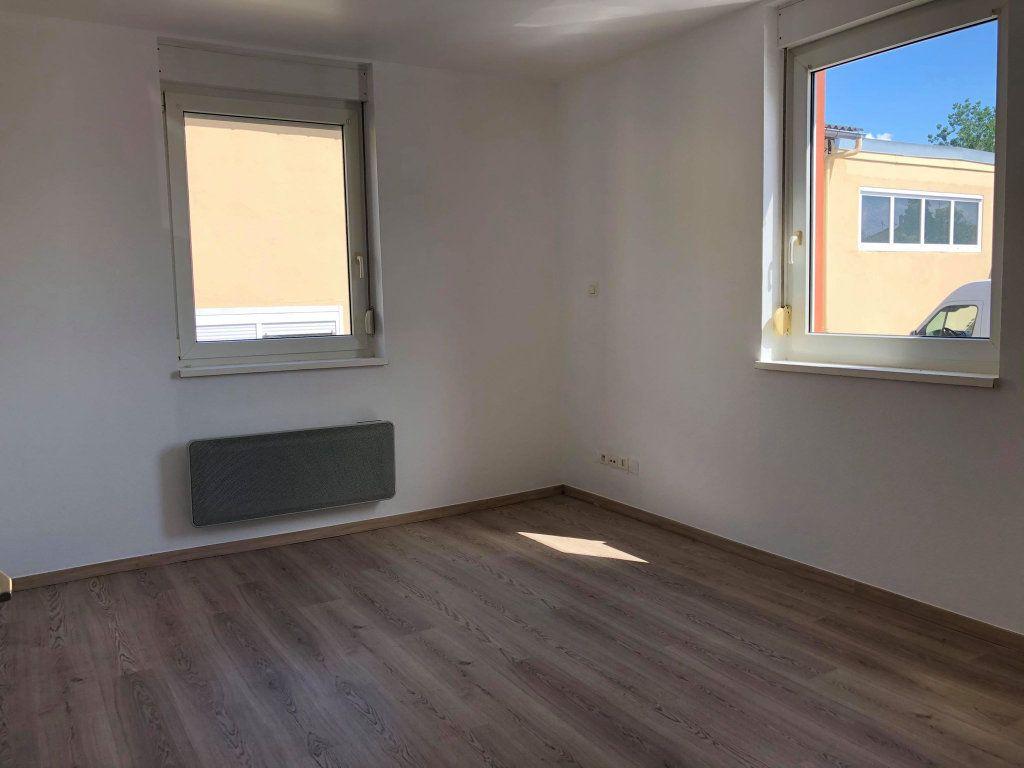 Appartement à louer 3 58.77m2 à Souffelweyersheim vignette-4
