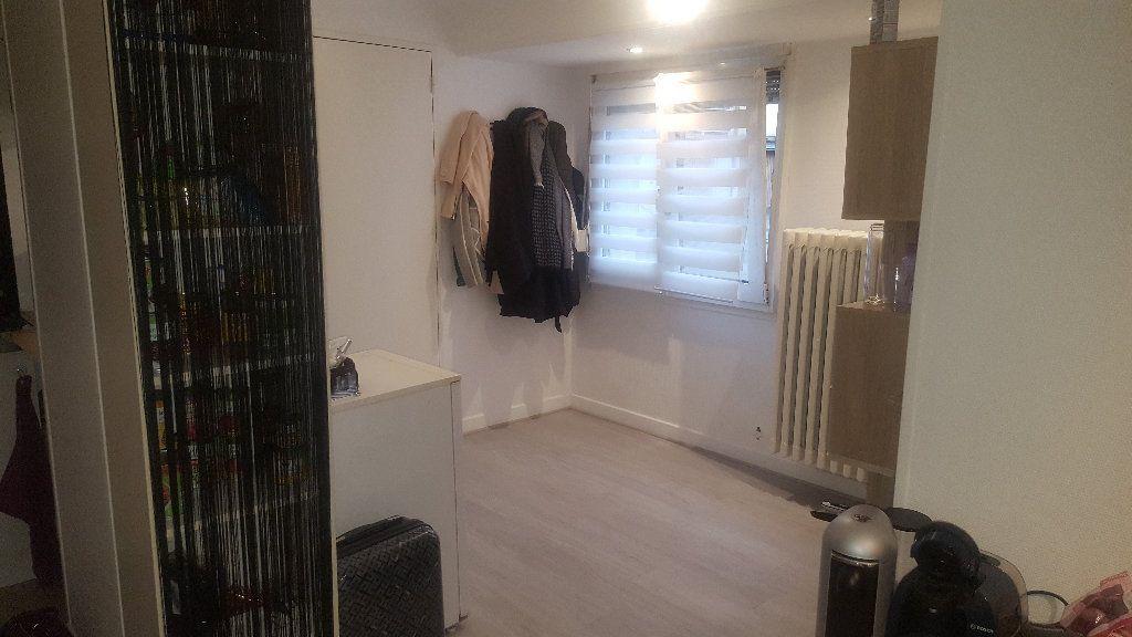 Appartement à louer 1 28m2 à Strasbourg vignette-3