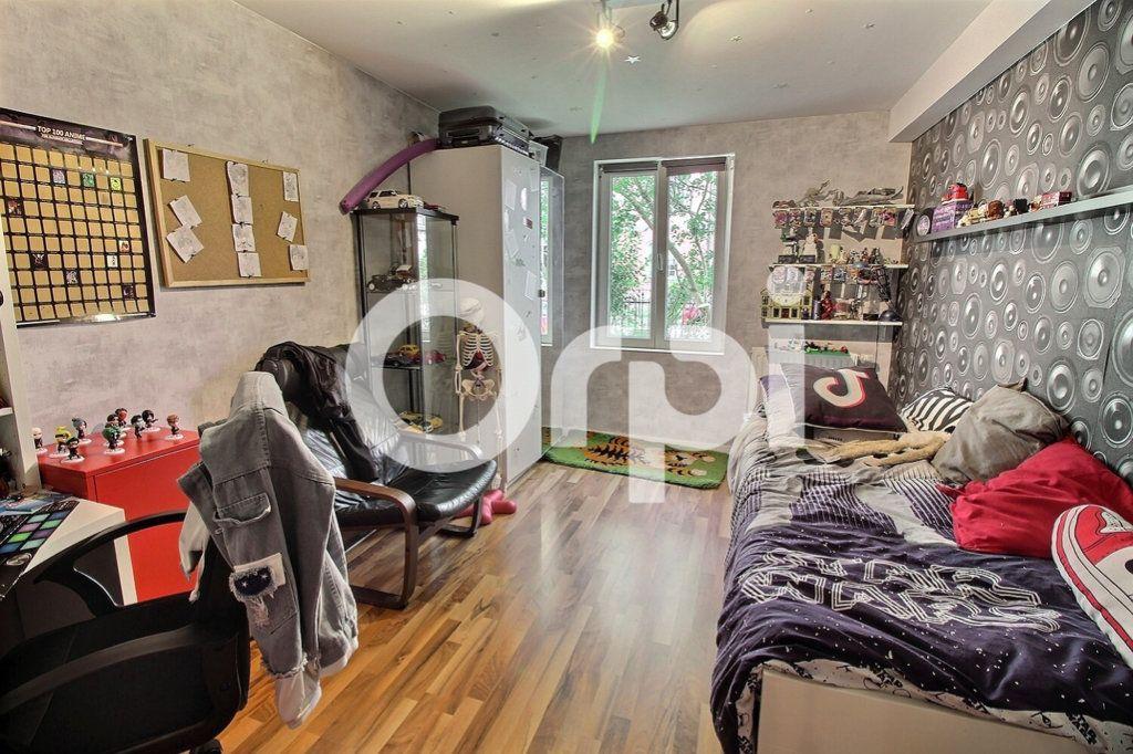 Appartement à vendre 4 75.8m2 à Strasbourg vignette-5