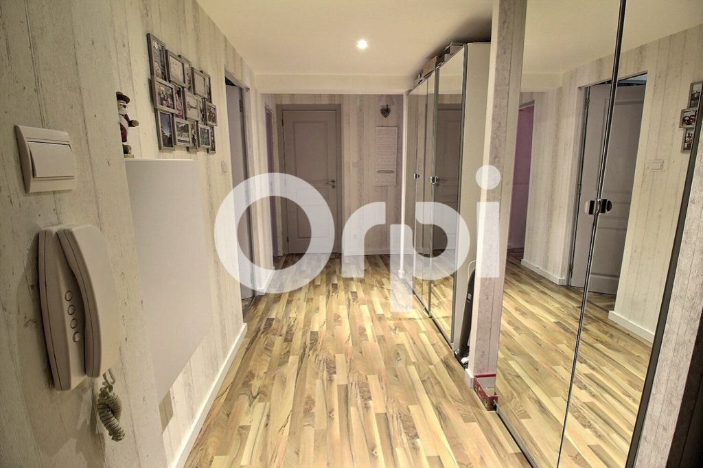 Appartement à vendre 4 75.8m2 à Strasbourg vignette-8
