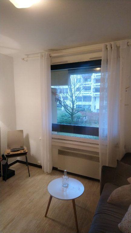 Appartement à louer 1 17m2 à Strasbourg vignette-2