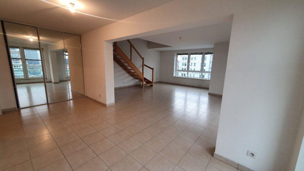 Appartement à louer 4 115.26m2 à Strasbourg vignette-1