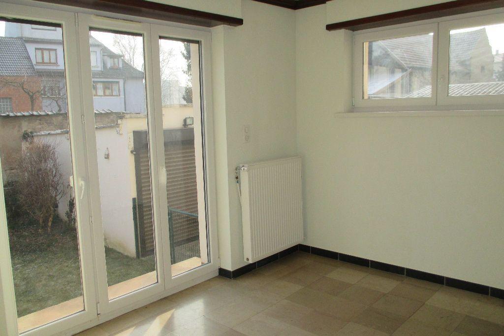 Appartement à louer 4 85.5m2 à Bischheim vignette-2