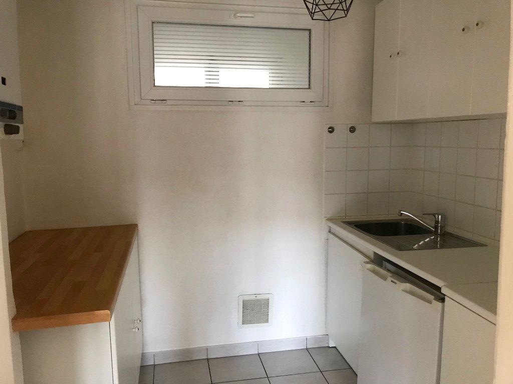 Appartement à louer 1 30m2 à Strasbourg vignette-4