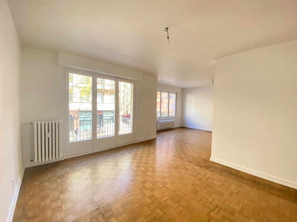 Appartement à vendre 5 137.88m2 à Strasbourg vignette-2