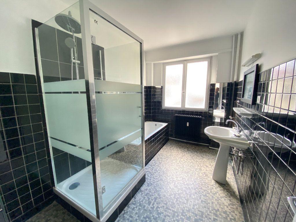 Appartement à vendre 5 137.88m2 à Strasbourg vignette-6