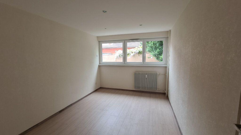 Appartement à louer 3 74.88m2 à Strasbourg vignette-2