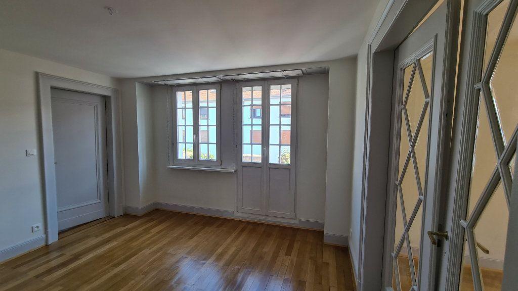 Appartement à louer 4 110m2 à Strasbourg vignette-2