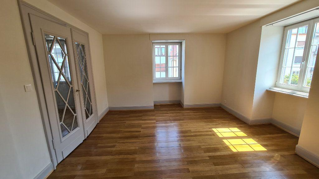 Appartement à louer 4 110m2 à Strasbourg vignette-3
