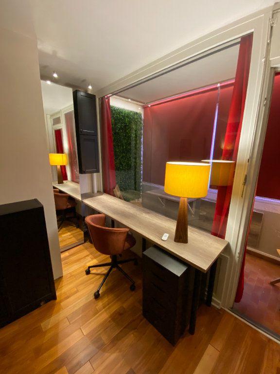 Appartement à louer 1 15m2 à Strasbourg vignette-3