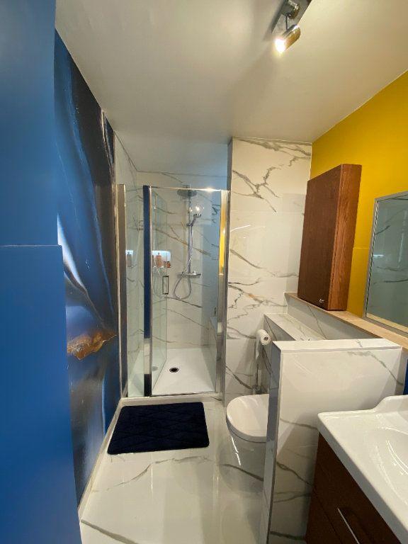 Appartement à louer 1 13m2 à Strasbourg vignette-4
