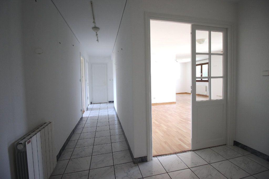 Appartement à louer 4 104.01m2 à Strasbourg vignette-7