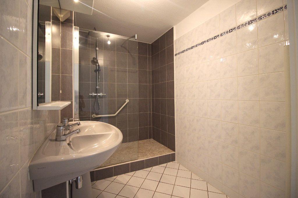Appartement à louer 4 104.01m2 à Strasbourg vignette-9