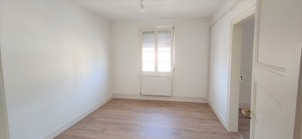 Appartement à louer 3 60.69m2 à Strasbourg vignette-3