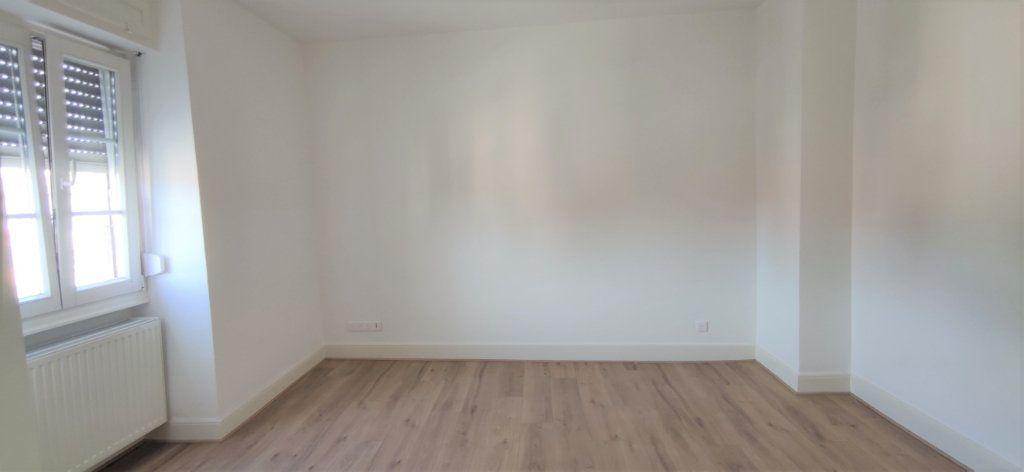Appartement à louer 3 60.69m2 à Strasbourg vignette-4
