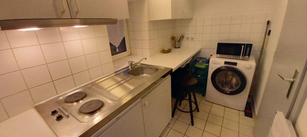Appartement à louer 1 18m2 à Strasbourg vignette-4
