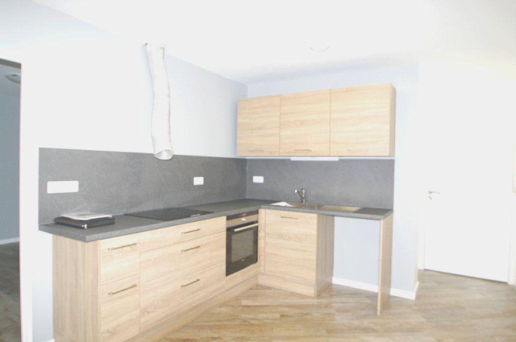 Appartement à louer 2 63.53m2 à Senones vignette-1