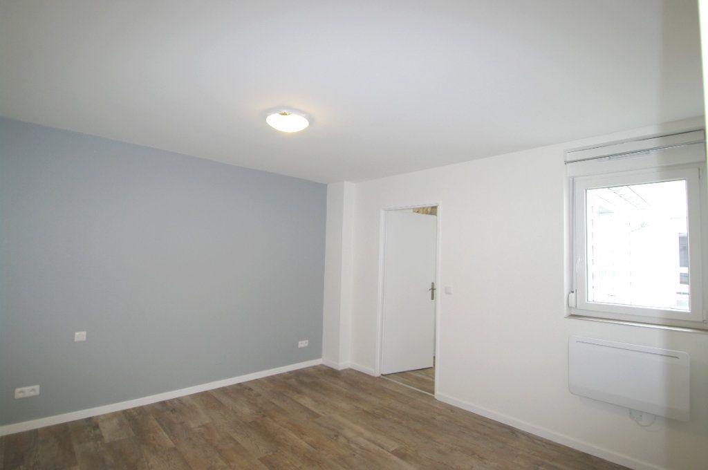 Appartement à louer 2 63.53m2 à Senones vignette-4