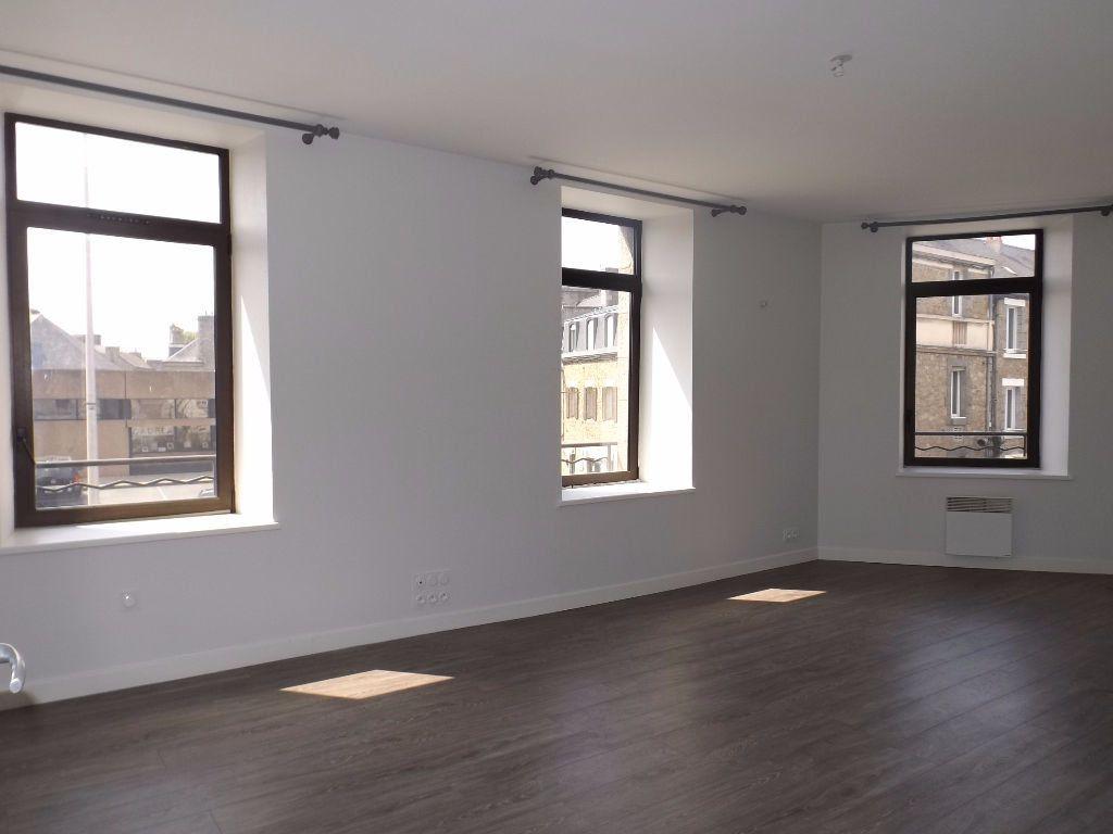 Appartement à louer 3 64m2 à Guingamp vignette-1