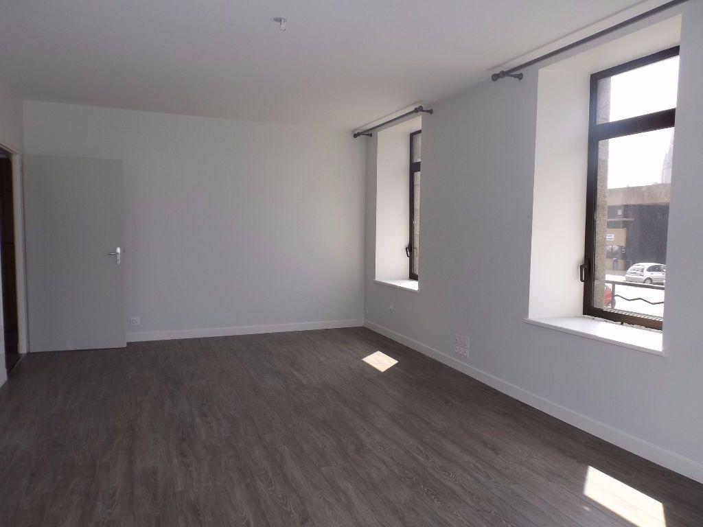 Appartement à louer 3 64m2 à Guingamp vignette-2