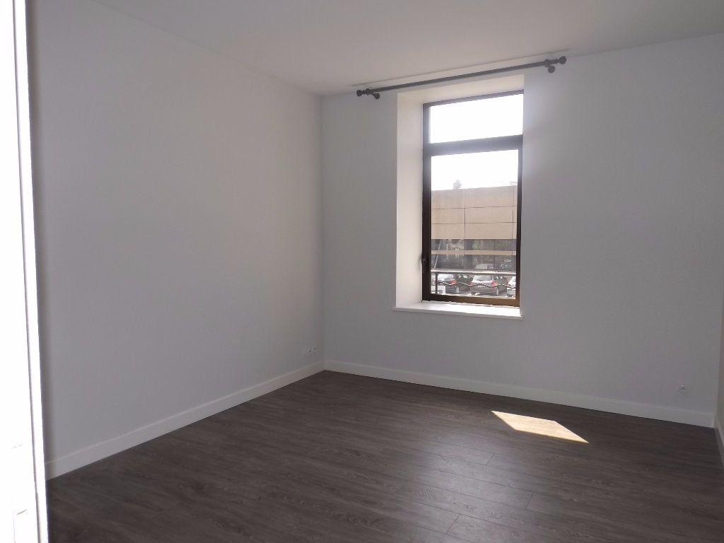 Appartement à louer 3 64m2 à Guingamp vignette-4