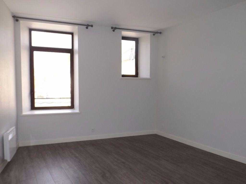 Appartement à louer 3 64m2 à Guingamp vignette-5
