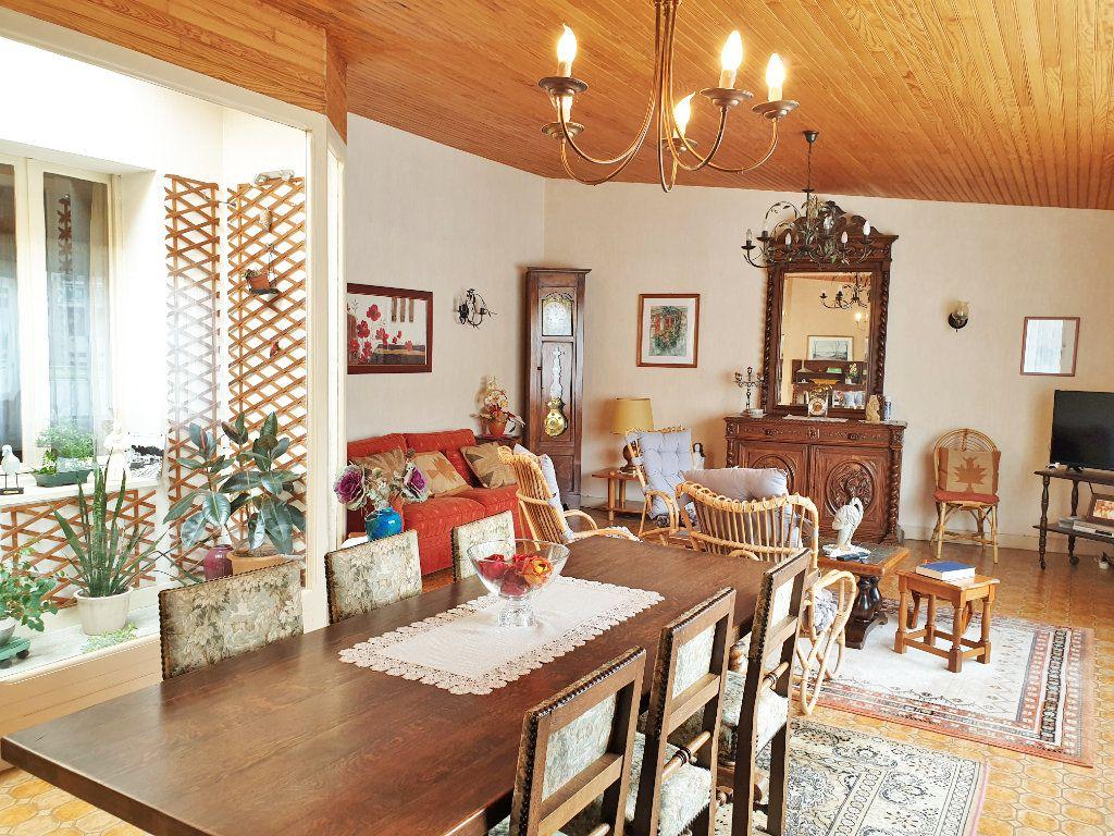 Appartement à vendre 7 136m2 à Perros-Guirec vignette-3