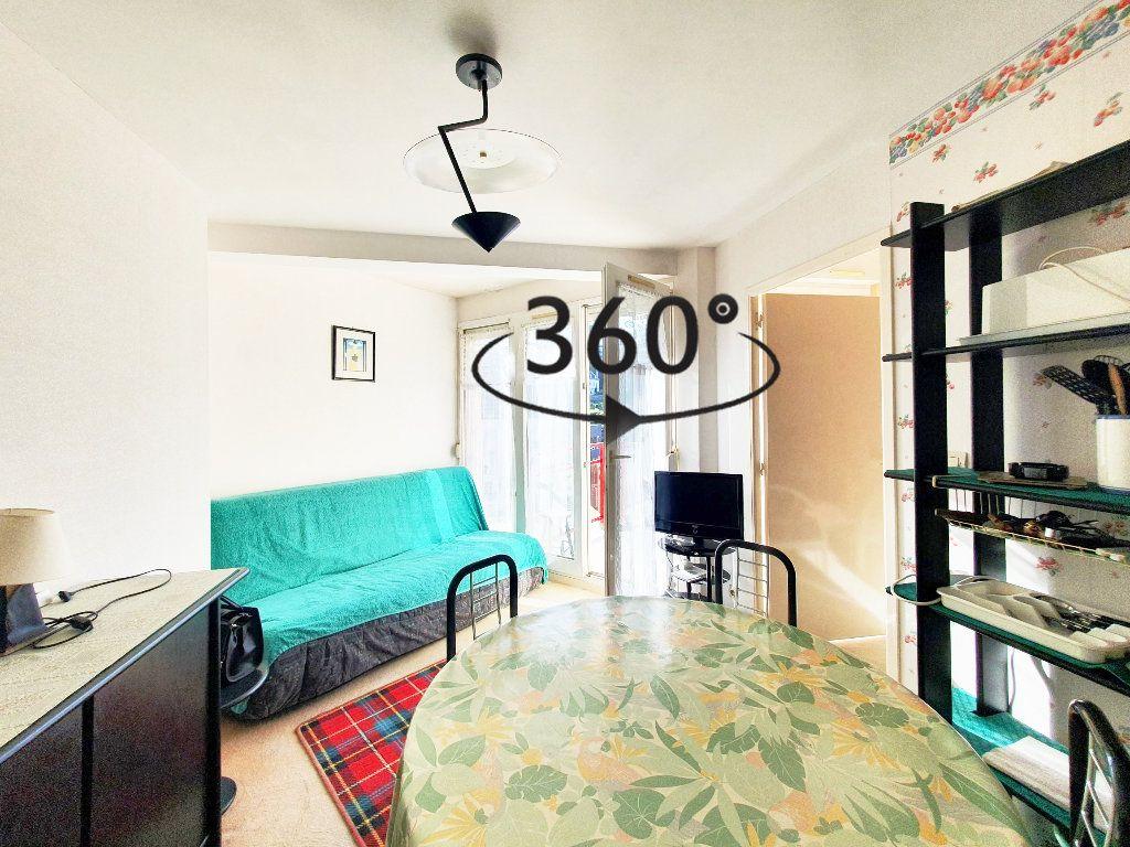 Appartement à vendre 2 28.59m2 à Perros-Guirec vignette-1