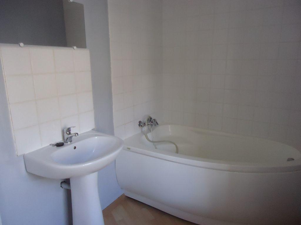 Appartement à louer 1 55m2 à Rostrenen vignette-3