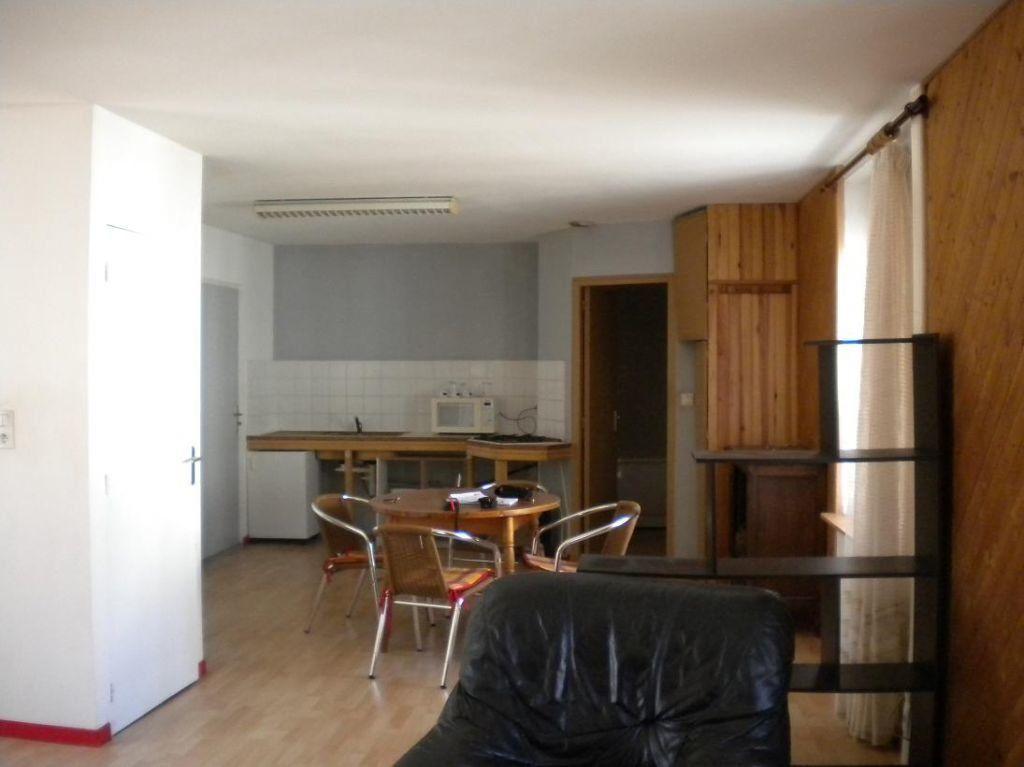 Appartement à louer 1 55m2 à Rostrenen vignette-4
