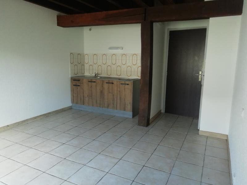 Appartement à louer 1 22m2 à Carhaix-Plouguer vignette-1