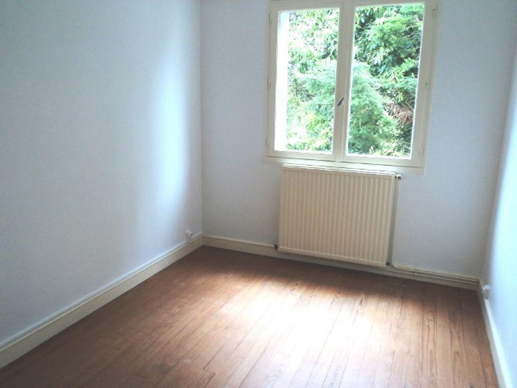 Appartement à vendre 4 66.68m2 à Guingamp vignette-3