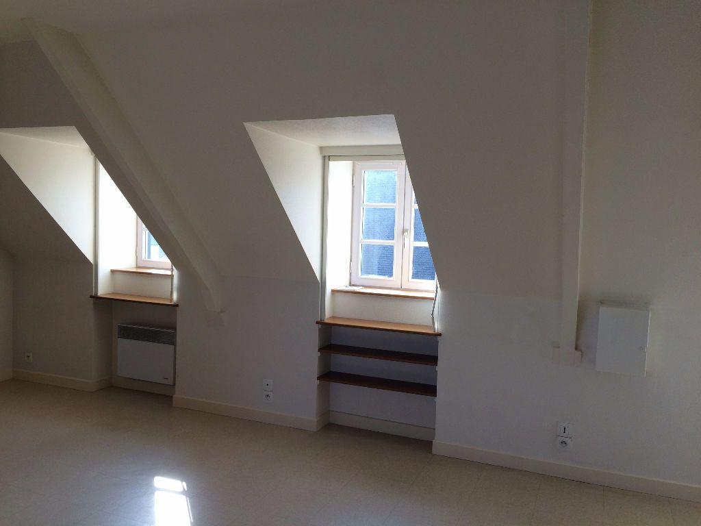 Appartement à louer 1 24m2 à Guingamp vignette-1