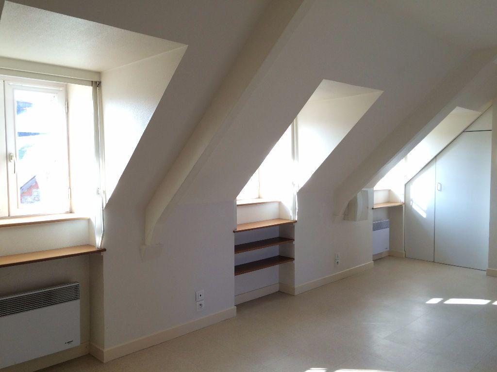 Appartement à louer 1 24m2 à Guingamp vignette-2