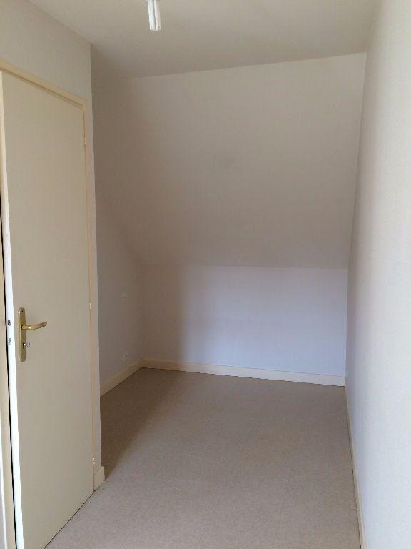 Appartement à louer 1 24m2 à Guingamp vignette-3