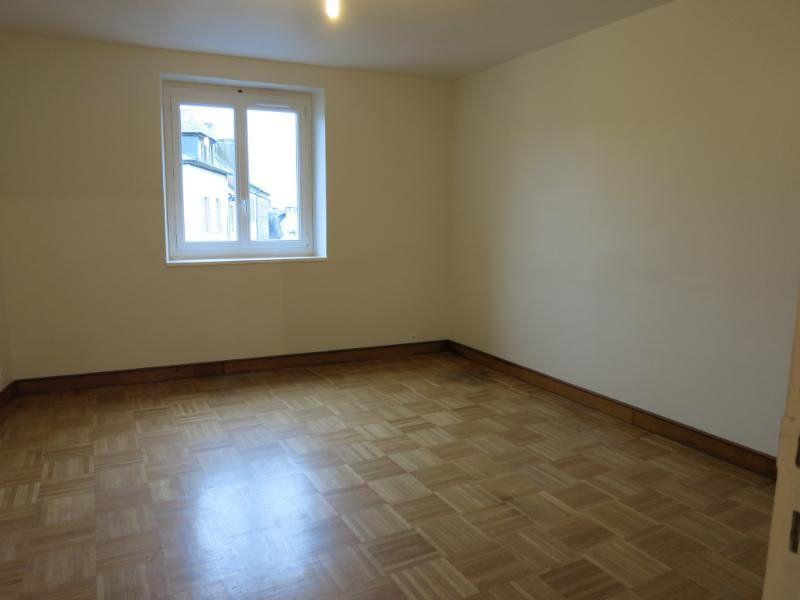 Appartement à louer 2 47m2 à Carhaix-Plouguer vignette-1