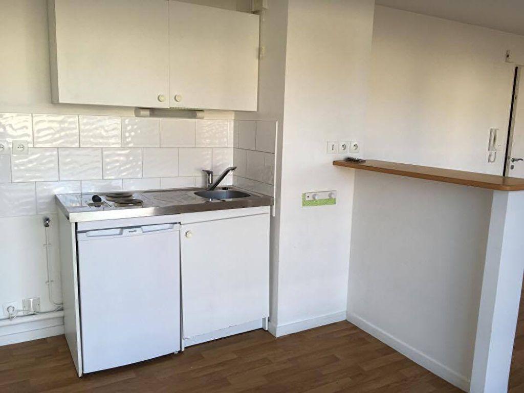 Appartement à louer 1 37m2 à Carhaix-Plouguer vignette-2