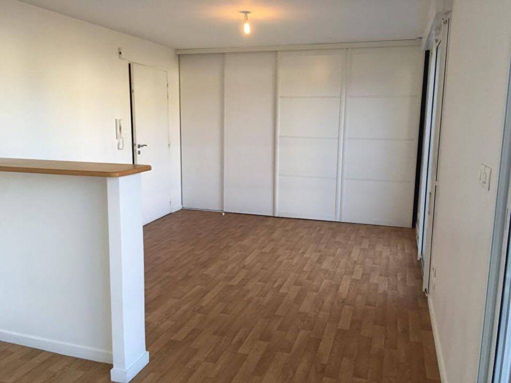 Appartement à louer 1 37m2 à Carhaix-Plouguer vignette-3