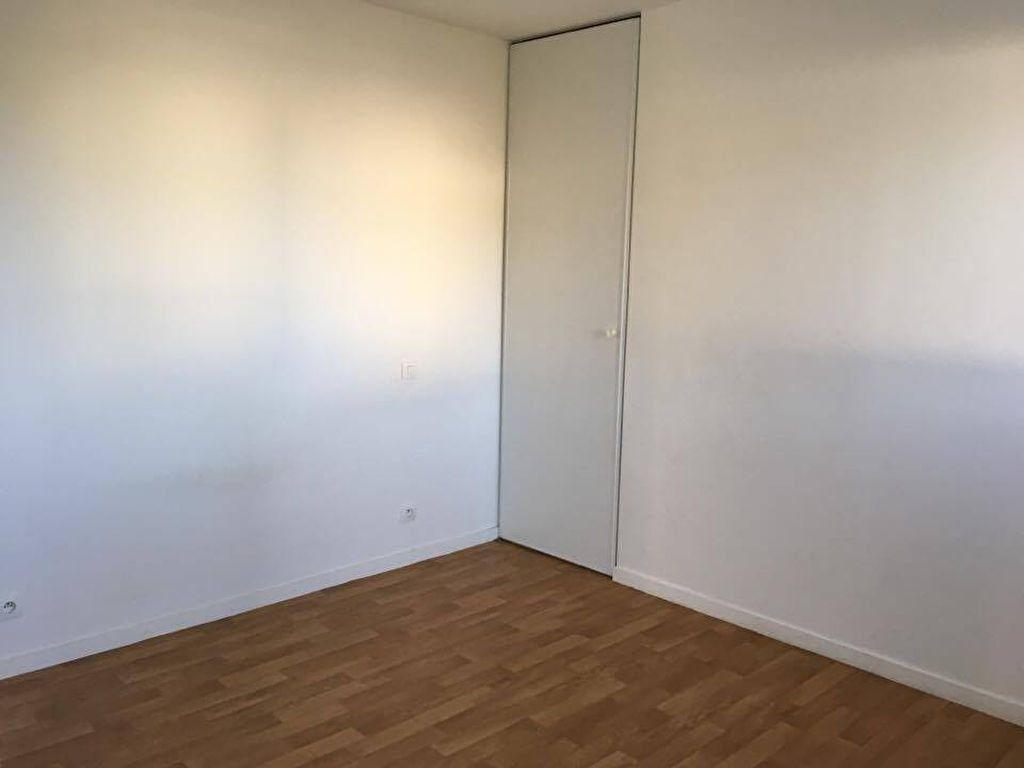 Appartement à louer 1 37m2 à Carhaix-Plouguer vignette-4