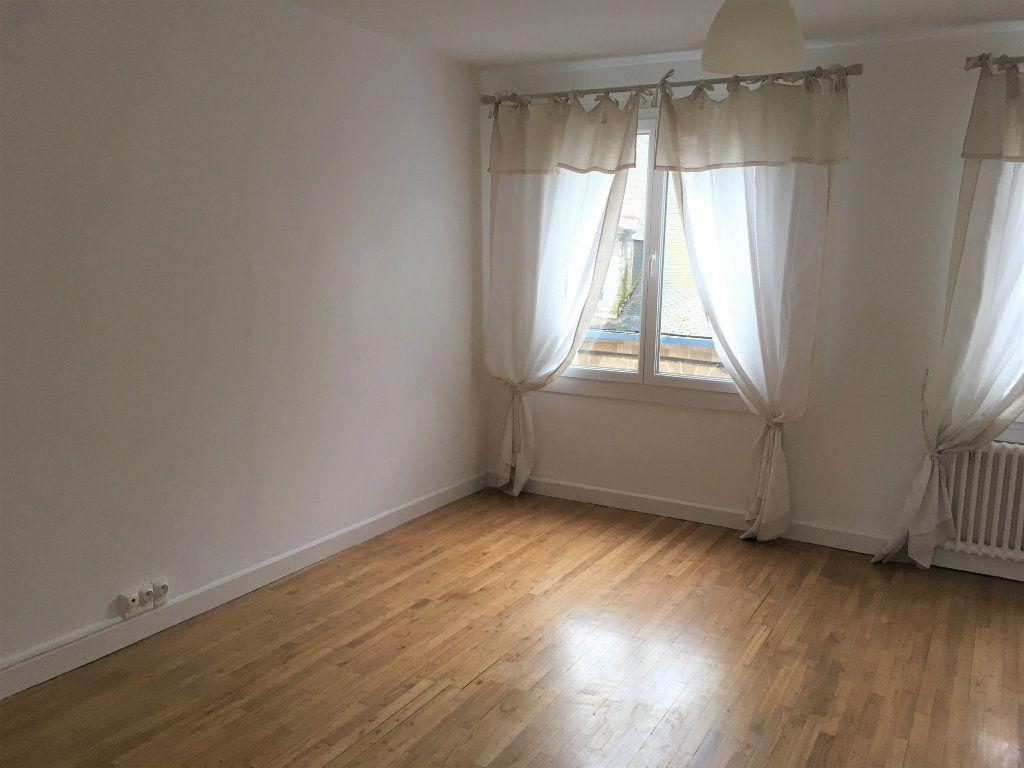 Appartement à vendre 3 60m2 à Guingamp vignette-3