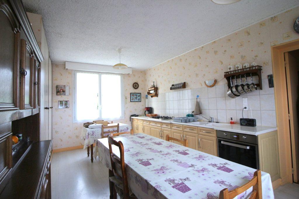 Maison à vendre 8 168m2 à Carhaix-Plouguer vignette-2