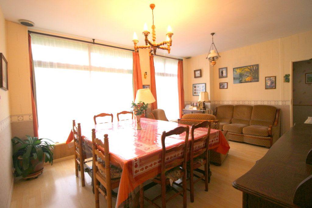 Maison à vendre 8 168m2 à Carhaix-Plouguer vignette-3