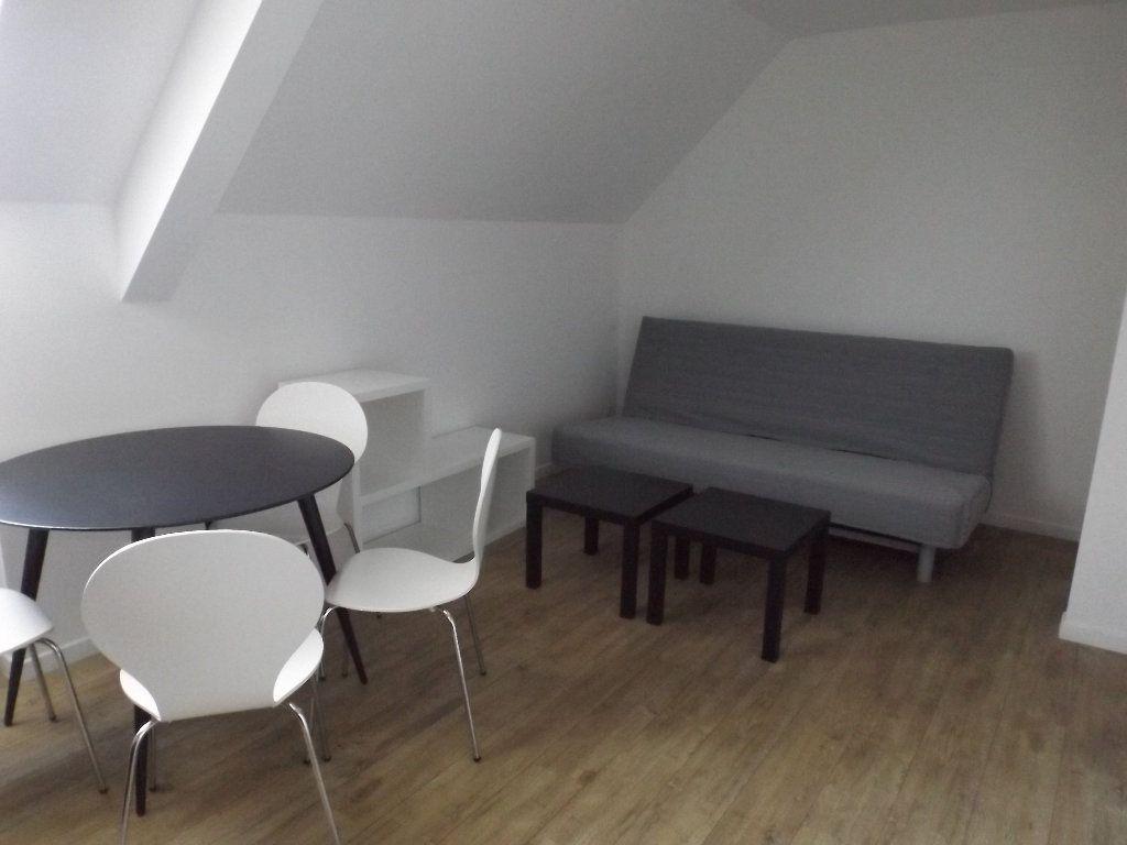 Appartement à louer 1 20m2 à Guingamp vignette-2