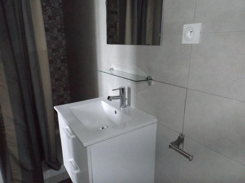 Appartement à louer 1 20m2 à Guingamp vignette-3