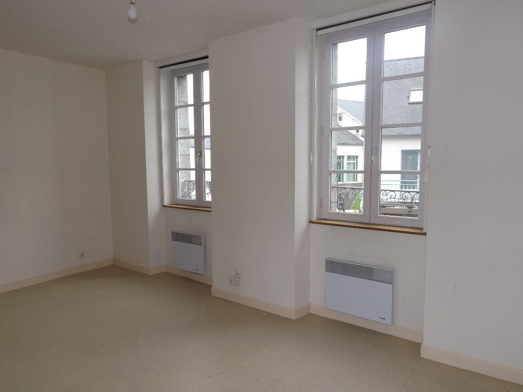 Appartement à louer 1 29m2 à Guingamp vignette-1
