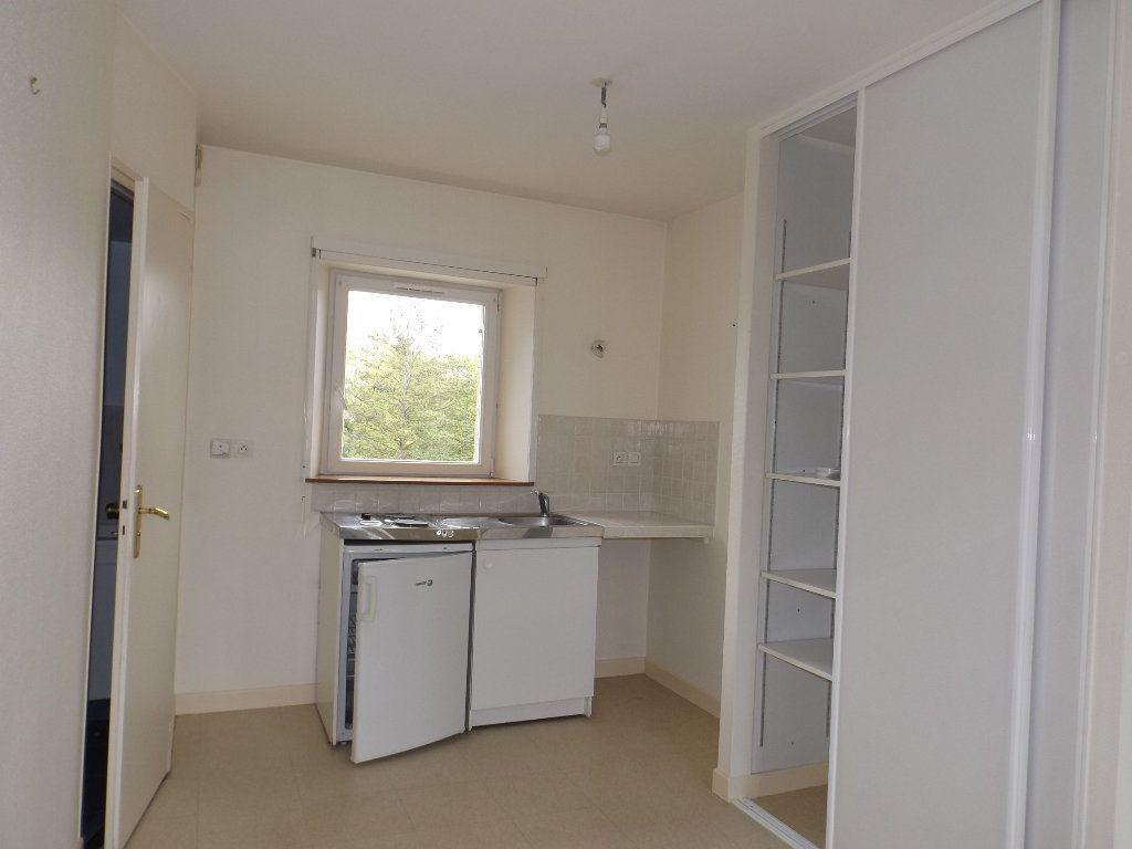 Appartement à louer 1 29m2 à Guingamp vignette-2