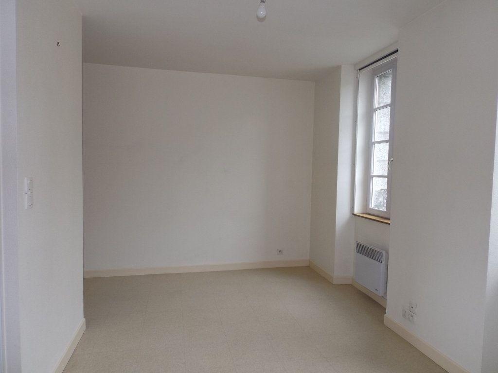Appartement à louer 1 29m2 à Guingamp vignette-4
