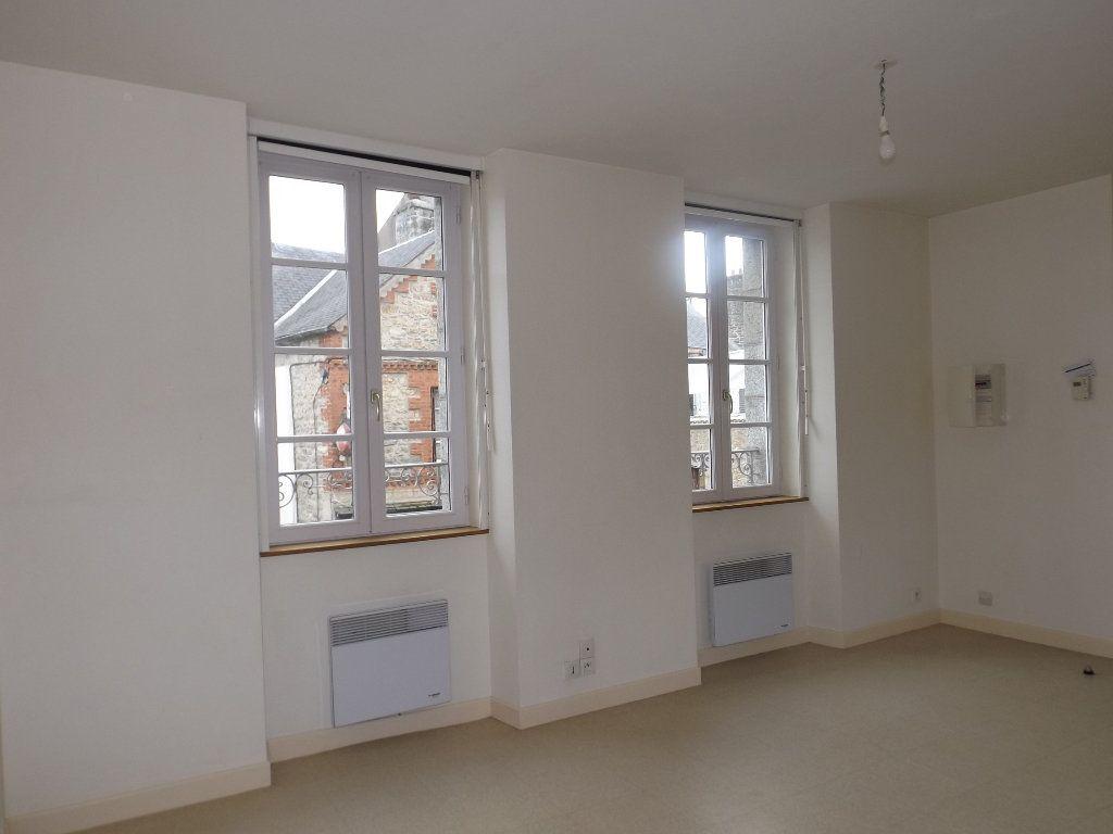 Appartement à louer 1 29m2 à Guingamp vignette-5