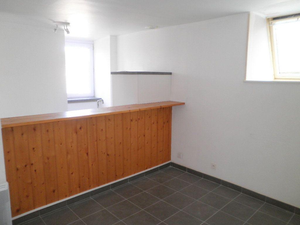 Appartement à louer 2 30m2 à Guingamp vignette-1