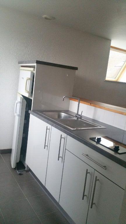 Appartement à louer 2 30m2 à Guingamp vignette-2